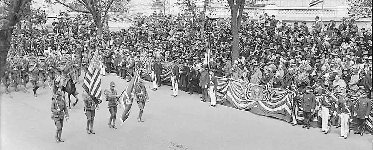 People gather for a Memorial Day commemoration in Riverside Park, New York City on May 30, 1917. Image from the Library of Congress.